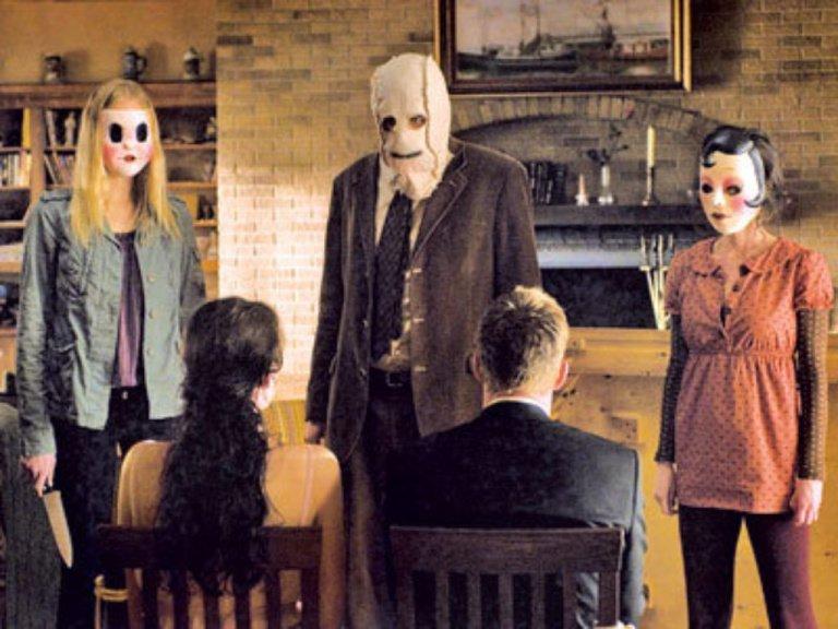 Klasik korku filmi kötü adam sahnesi Strangers
