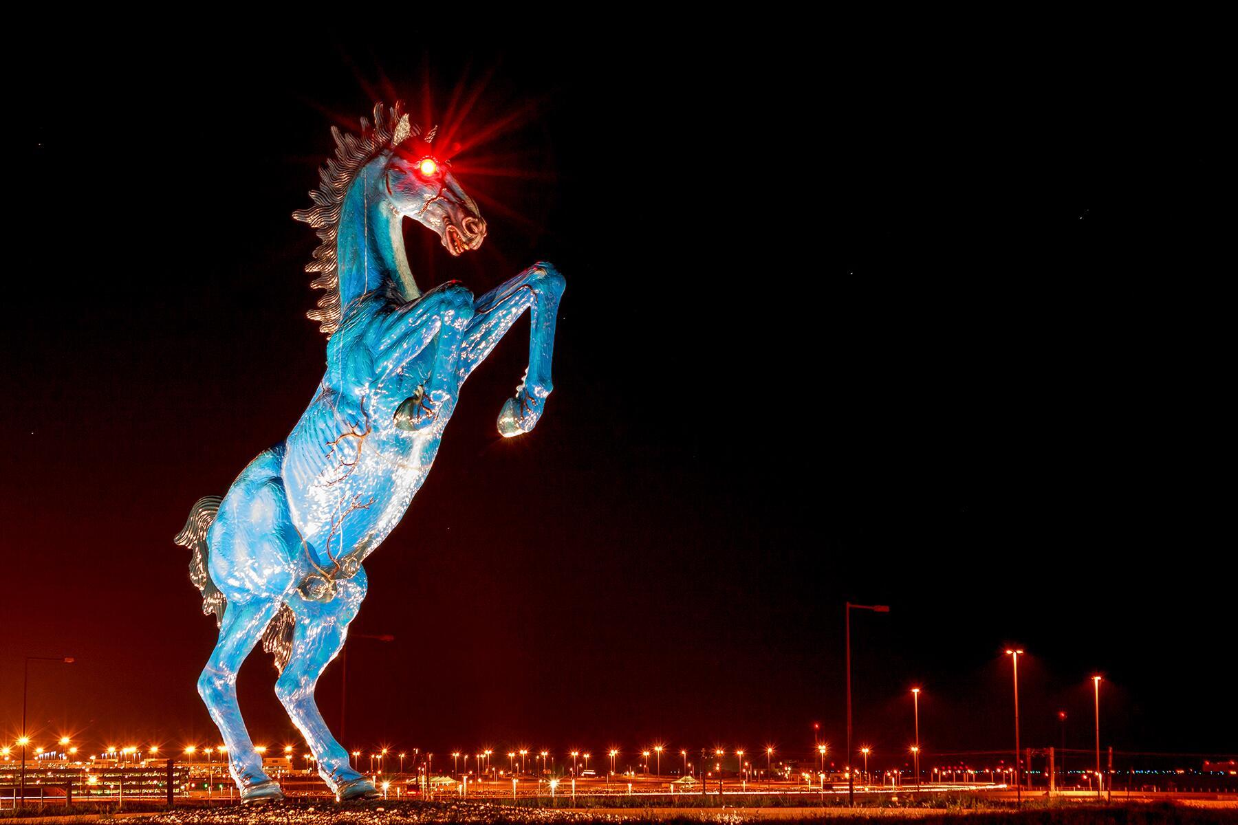Denver Havaalaninin Urpertici Blucifer Heykelinin Arkasindaki Gercek Hikaye